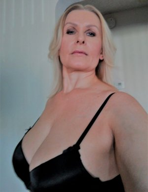 Lilouenn milf incall escort in Benicia California