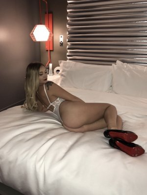 Nadyne live escorts, casual sex